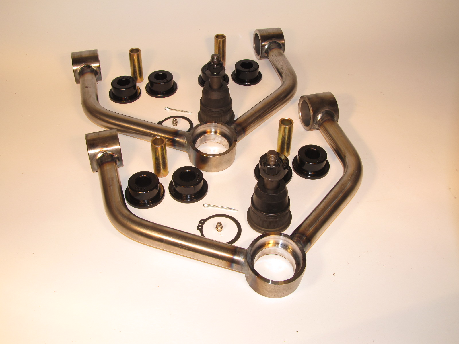 LRD 99-06 FULLSIZE CHEVY UPPER CONTROL ARMS w/BALL JOINTS & BUSHINGS ** Raw Metal Finish **